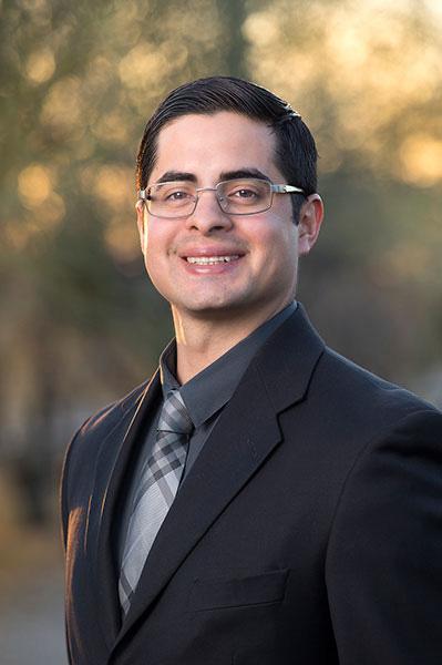 Dr. Efrain Cubillo
